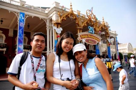 (L-R) Lau, Elai, Moi at Disneyland!
